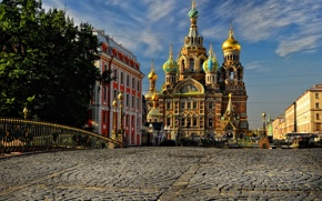 Чем обусловлено повышение цен на гостиничные и туристические услуги в Санкт-Петербурге
